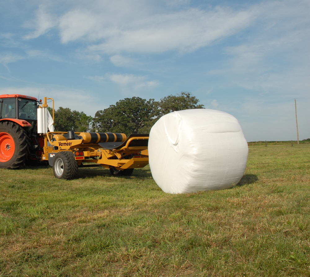 Why baleage has an advantage over dry hay | Beef Magazine