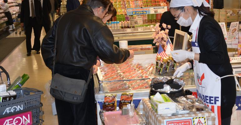 Japanese consumers sample U.S. beef