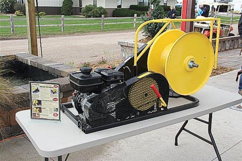 Gas-powered wire winder